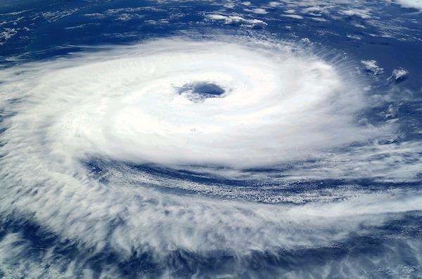 tifón - cierre de puertos maritimos